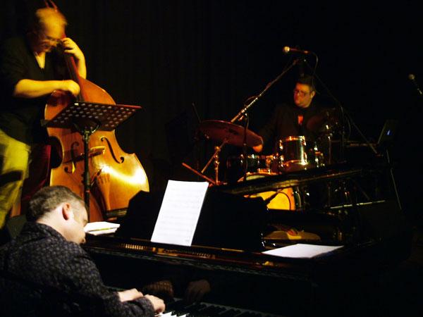 Trio at An Tobar